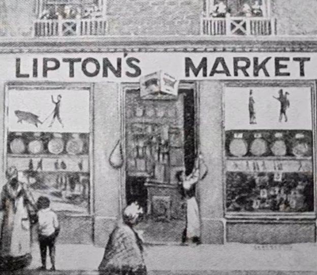 A primeira loja Lipton em Glasgow mostrou ser um sucesso (Foto: BBC News)