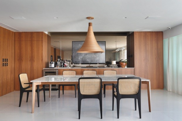 Sala de jantar projetada pelo escritório BC Arquitetos (Foto: Denilson Machado / MCA Estúdio / Editora Globo)