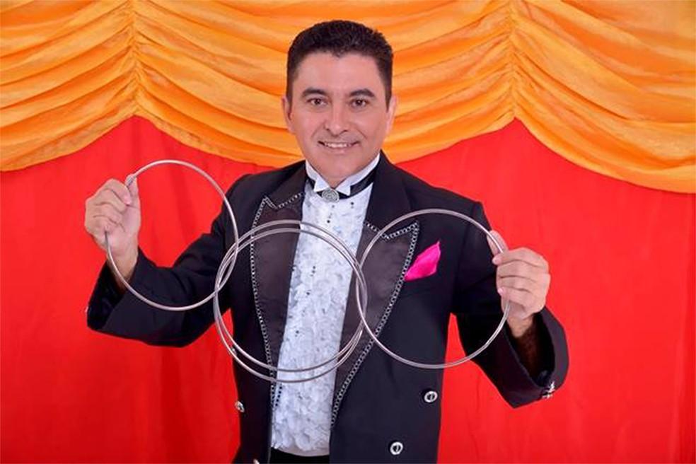 Show de ilusionismo,  com Éflem, na Vila Azul do Mar. (Foto: Divulgação)
