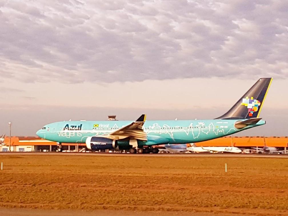 Avião pousa em Viracopos, aeroporto em Campinas, e é flagrado no 'Spotter day'. — Foto: Luciano Calafiori/G1