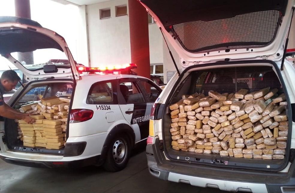 Prisão de 555 tabletes de maconha e 25 de pasta base na BR-050, próximo a Delta — Foto: Carol Rodrigues/G1