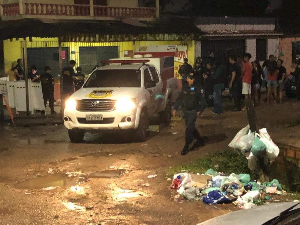 Três pessoas morrem em chacina na Cabanagem, em Belém — Foto: Luciano Cuns/ TV Liberal