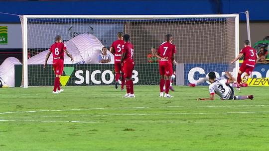 """Wagner Lopes classifica empate como """"doído"""" e critica nova queda de rendimento após o intervalo"""