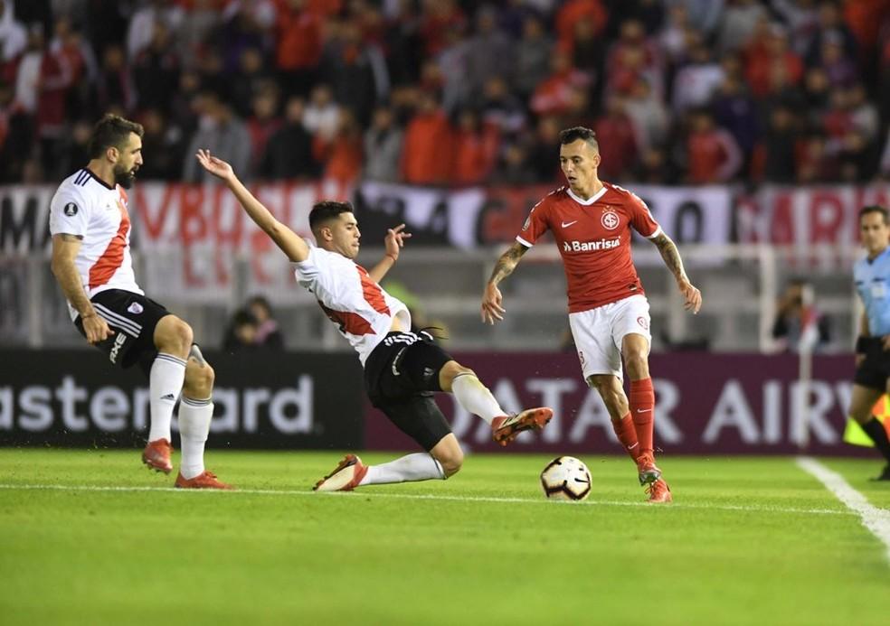 Iago teve boa atuação no empate por 2 a 2 com o River Plate — Foto: Ricardo Duarte / SC Internacional