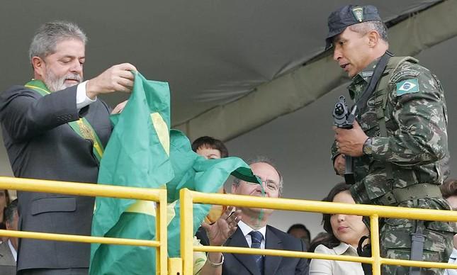 O então presidente Luiz Inácio Lula da Silva participa de desfile da independência no ano de 2006