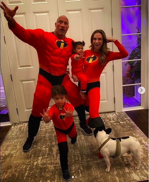 O ator Dwayne The Rock Johnson com a esposa e as filhas (Foto: Instagram)
