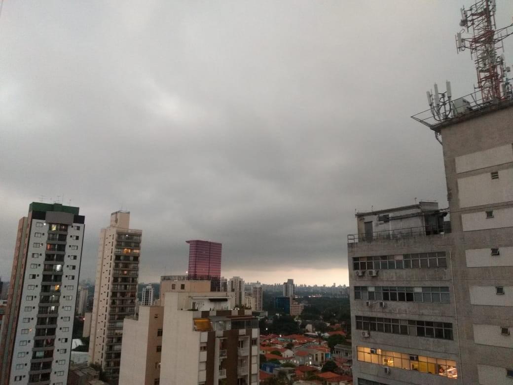 Chuva coloca regiões de São Paulo em estado de atenção para alagamentos nesta quinta