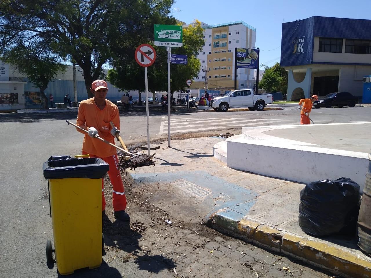 Garis retomam trabalhos nas ruas de Patos, PB, após novo acordo entre empresa e prefeitura - Notícias - Plantão Diário