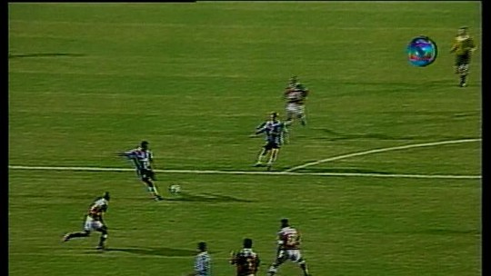 Carioca da gema com requinte gaúcho, Aílton sobe no muro para Fla e Grêmio