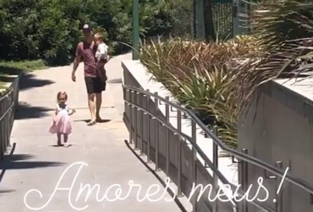 Michel Teló com os filhos, Melinda e Teodoro (Foto: Reprodução/Instagram)