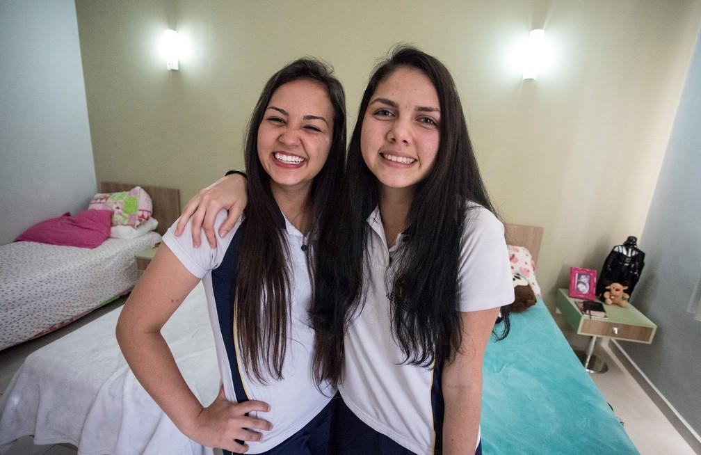 Brenda e Marcia são alunas da Unasp em Engenheiro Coelho e compartilham o amor por Star Wars (Foto: Fabio Tito/G1)