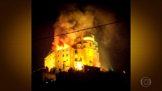 Incêndio atinge igreja italiana que inspirou romance 'O nome da rosa'