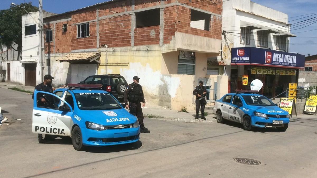 PM troca tiros com bandidos e Reserva do Peró, em Cabo Frio, RJ, tem policiamento reforçado