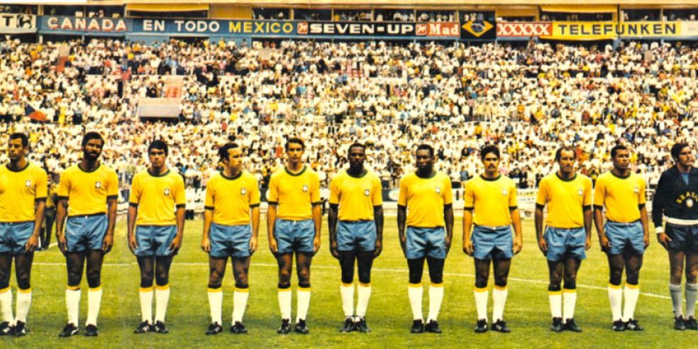 Jogadores perfilados para um dos jogos do Brasil no Mundial do México. — Foto: Gerência de memória/CBF