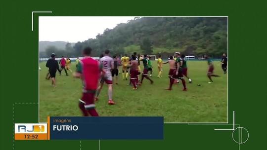 Jogo da Série C do Carioca termina em pancadaria generalizada; vídeo mostra cenas lamentáveis