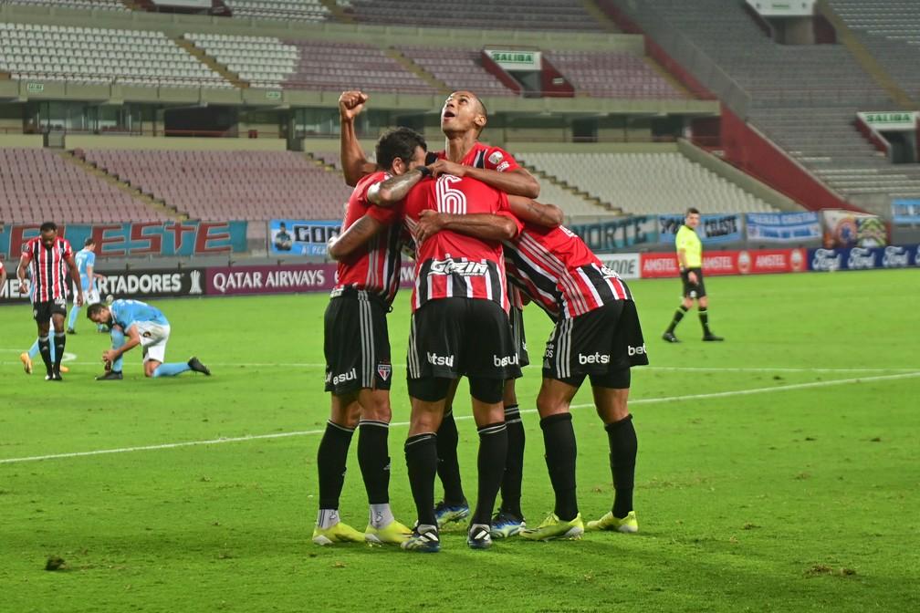 Jogadores do São Paulo comemora vitória sobre o Sporting Cristal — Foto: Staff Images / CONMEBOL