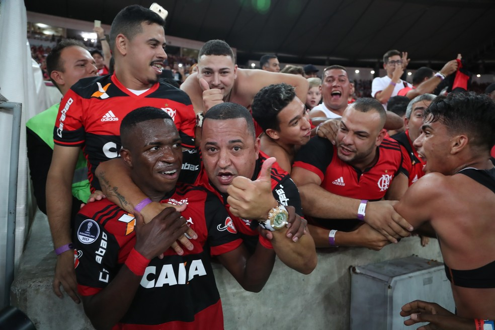 Vinicius Junior ganhou chance nos profissionais (Foto: Gilvan de Souza)