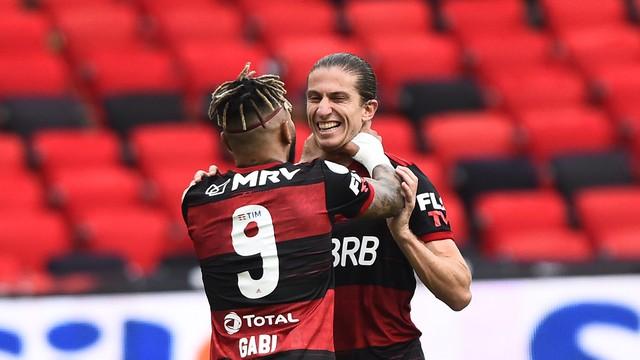 Gabigol e Filipe Luís comemoram gol em Flamengo x Santos