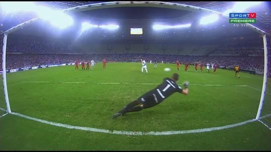 Tinga comemora três pontos conquistados contra o Vila e foca em duelo com São Bento