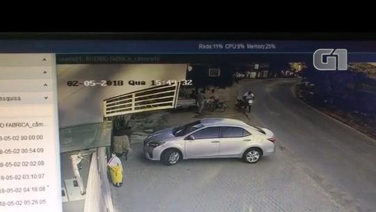 Motociclista morre após fugir da polícia e bater na lateral de carro em Marliéria; veja vídeo