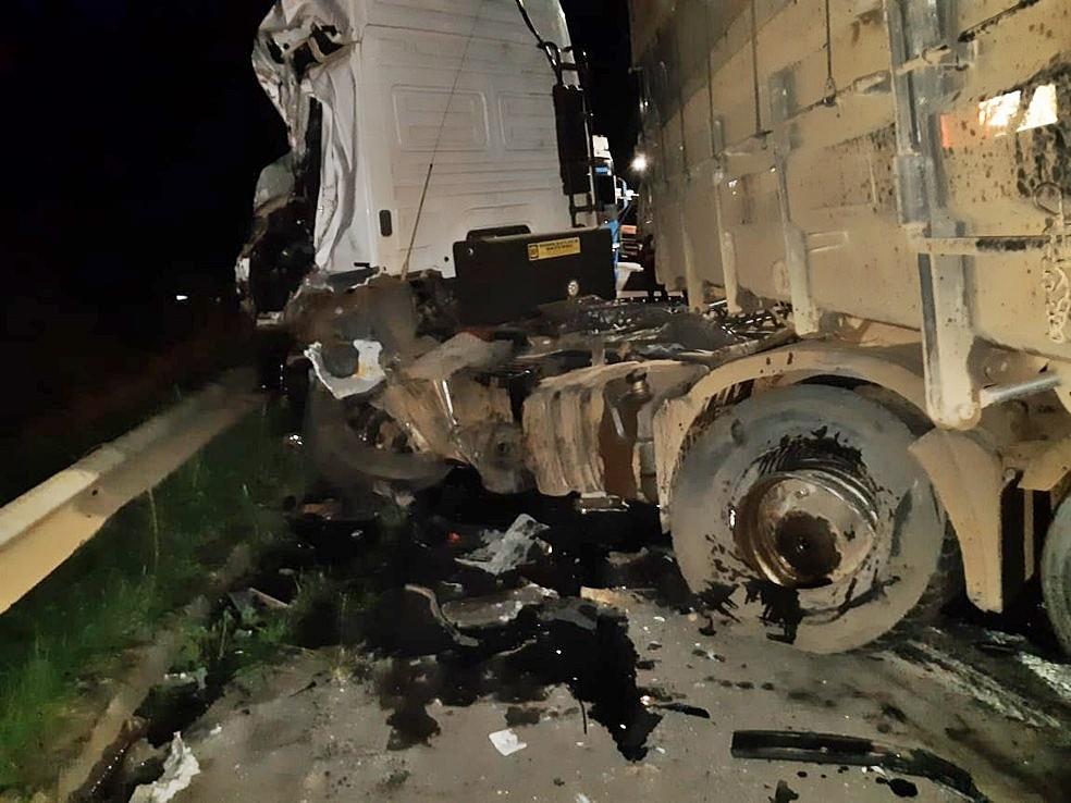 Bitrem teve uma das carretas desconectada durante acidente na Fernão Dias  — Foto: Polícia Rodoviária Federal