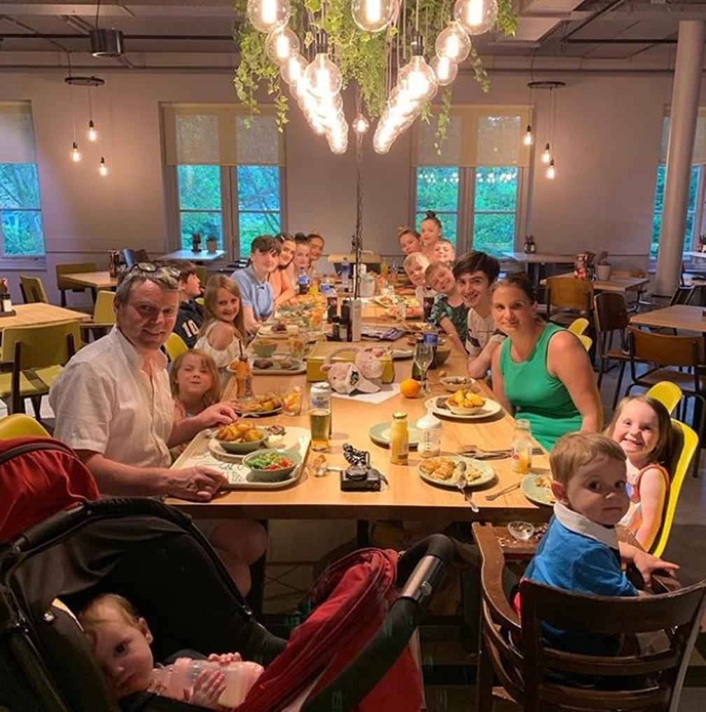 O casal Radford e seus filhos — Foto: Reprodução/Instagram/Radford Family