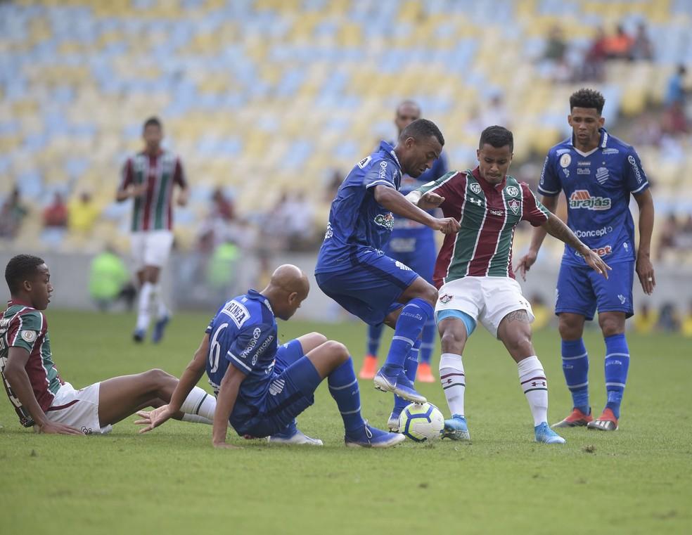 CSA venceu o Fluminense no Maracanã e iniciou arrancada com Argel Fucks — Foto: André Durão