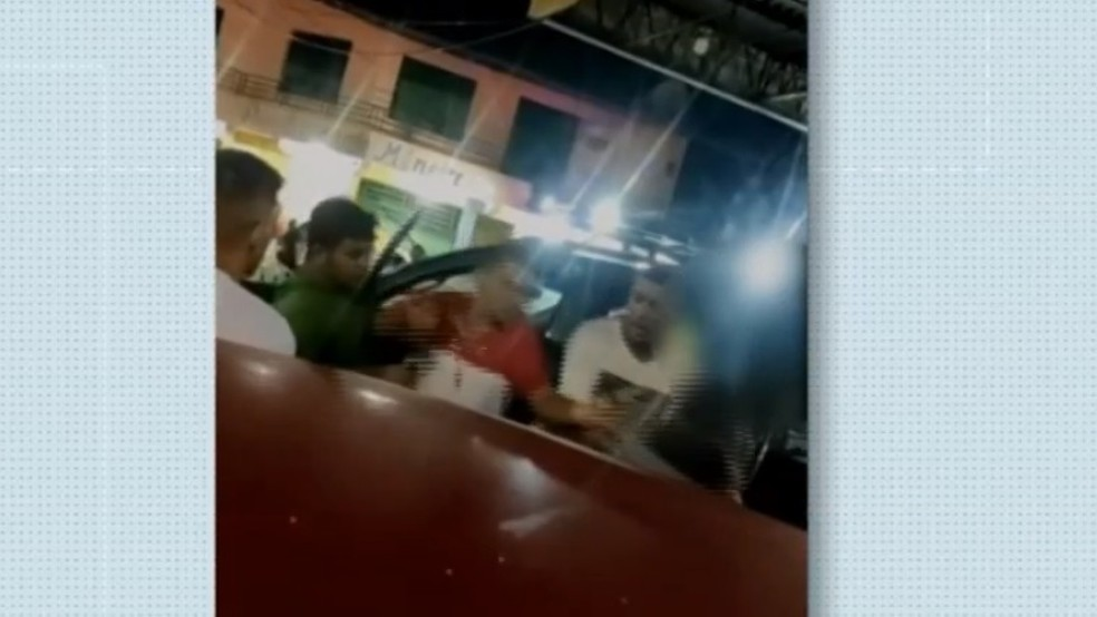 Empresário agride mulher com socos na cidade de Viçosa do Ceará — Foto: TV Verdes Mares/Reprodução