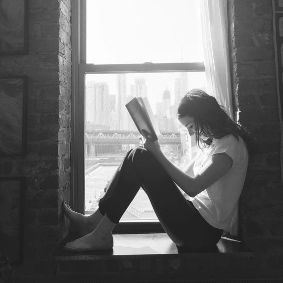 Livros ideais para julho (Foto: Reprodução/Instagram/Emma Roberts)