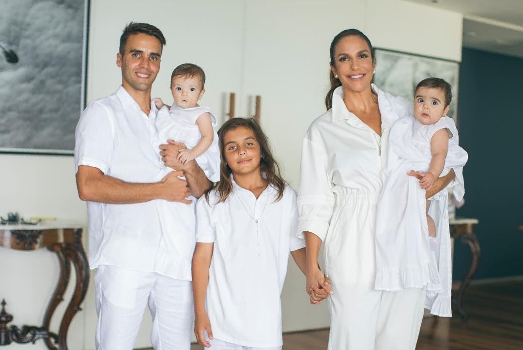 Ivete Sangalo com Marina, Helena, Marcelo e Daniel Cady (Foto: Reprodução/Instagram)