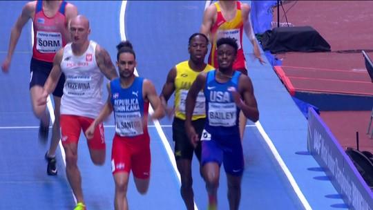 Americano leva empurrão na chegada dos 400m do Mundial de atletismo indoor