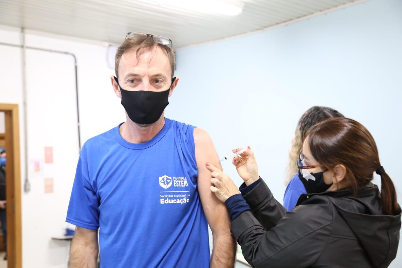 Justiça do RS decide manter vacinação de professores contra Covid, em Esteio
