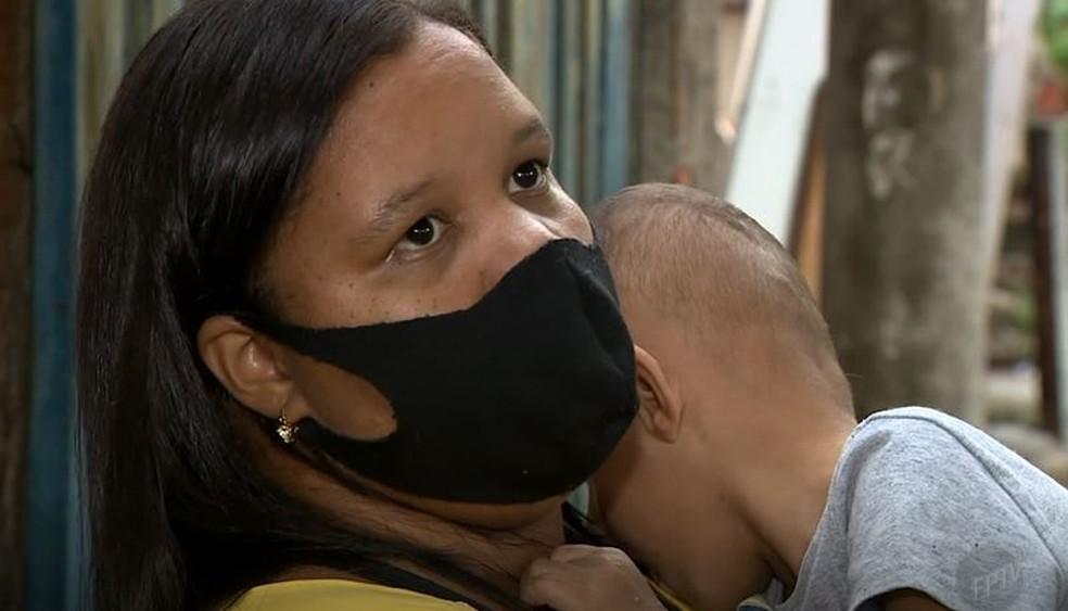 Anorina dos Santos tem um filho com hidrocefalia e aguarda desde 2019 análise do INSS sobre o pedido de benefício que fez em Campinas — Foto: Reprodução/EPTV
