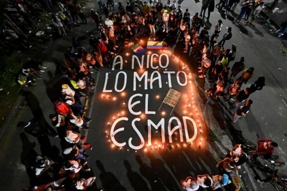 Os esquadrões de choque foram responsabilizados por várias mortes durante os protestos — Foto: Getty Images/BBC