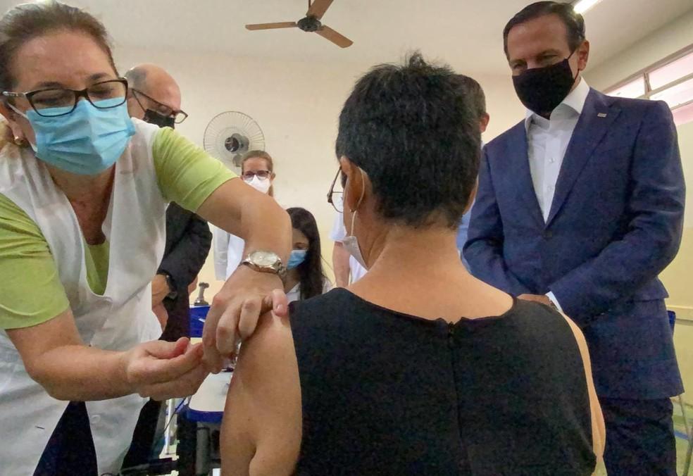 Voluntária recebe dose da CoronaVac em estudo inédito em Serrana, SP — Foto: Comunicação Instituto Butantan