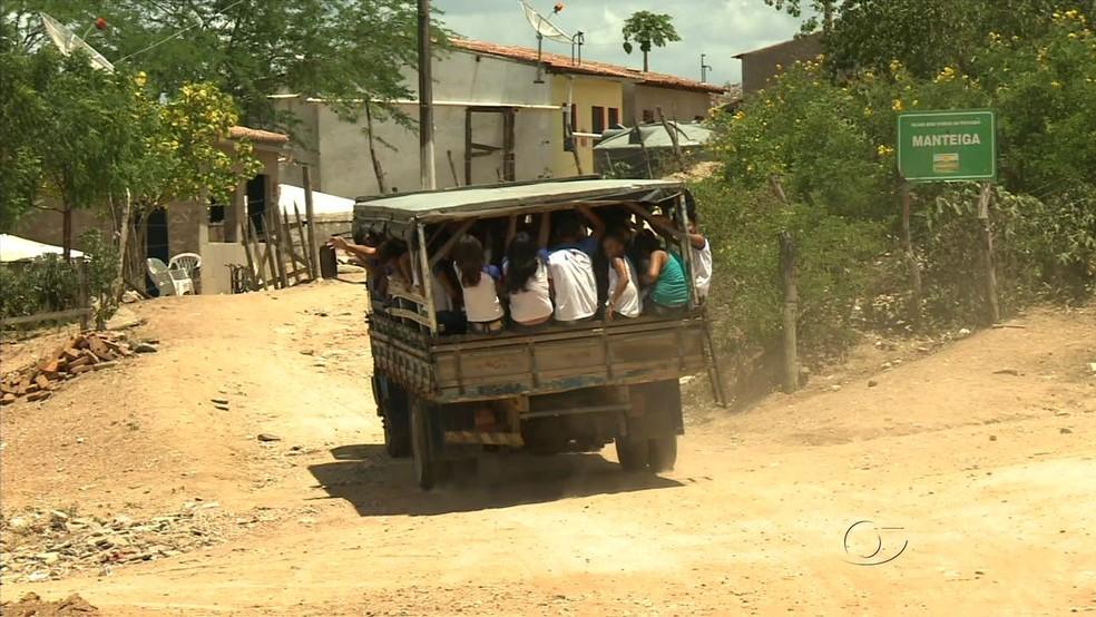 Para juiz, veículos do tipo pau de arara (Foto: Reprodução/TV Gazeta)