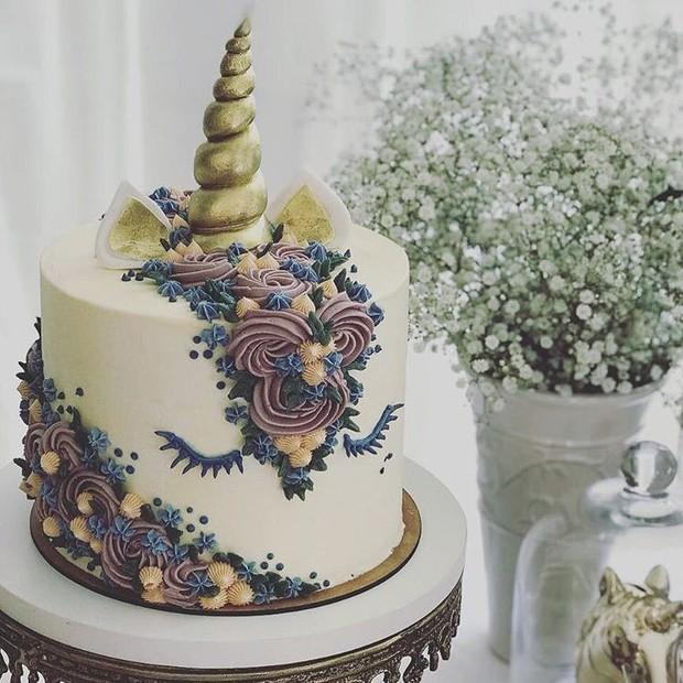 """""""Rainbow cake de unicórnio"""" com buttercream de nutella, da Linum Bakery (Foto: Divulgação)"""