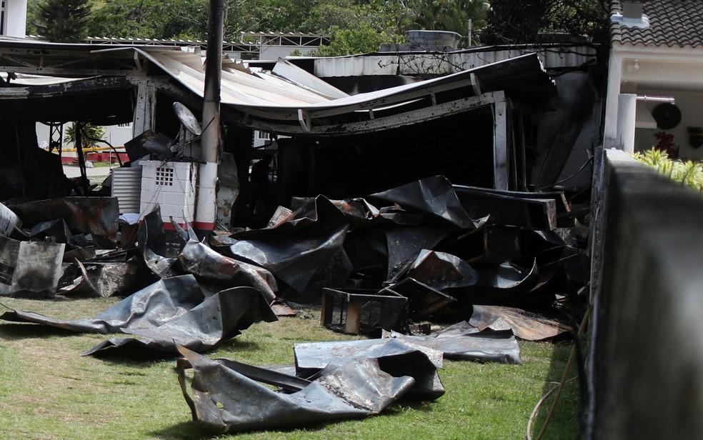 Estrutura destruída pelo fogo no CT do Flamengo — Foto: Ricardo Moraes/Reuters