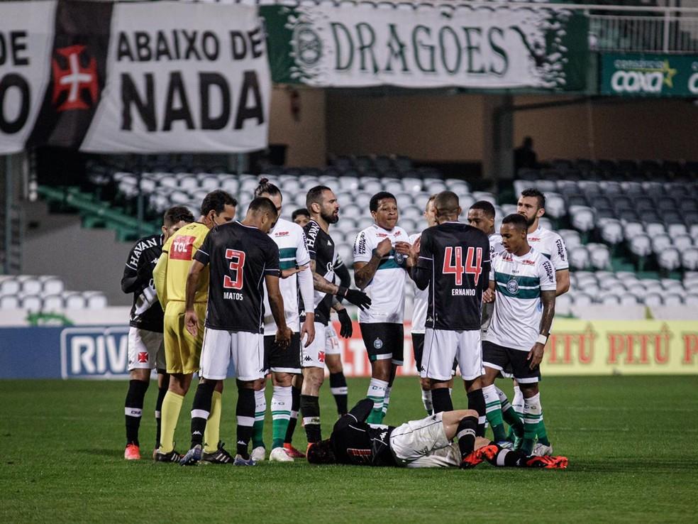 Contra o Coritiba foi a primeira vez que o Vasco conseguiu repetir o time em dois jogos seguidos — Foto: Matheus Meneses/Neo Photo