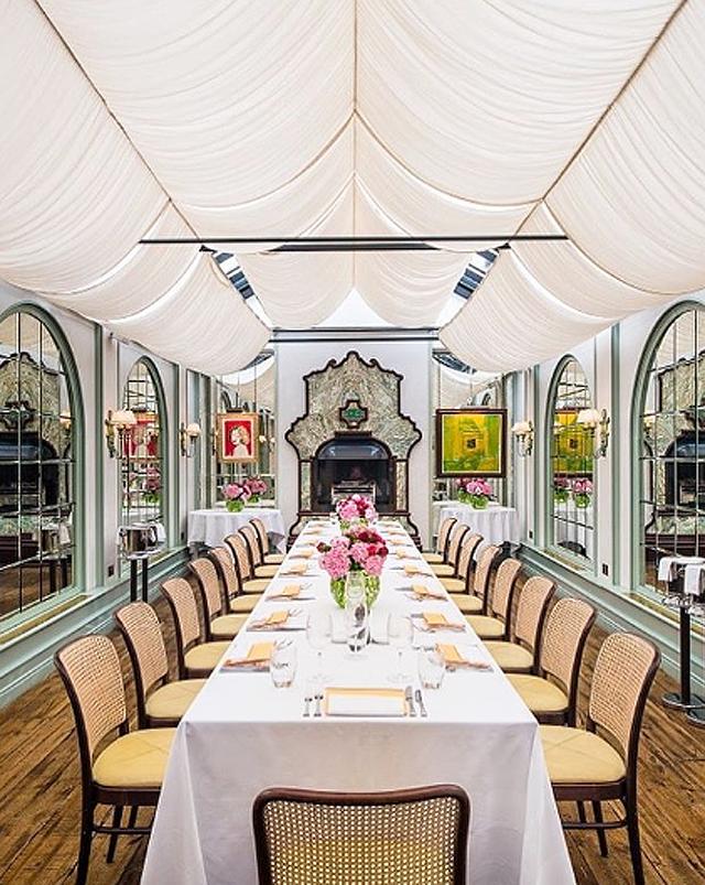 Salão privativo do Daphne's, restaurante italiano que já foi muito frequentado pela Princesa Diana (Foto: Divulgação)