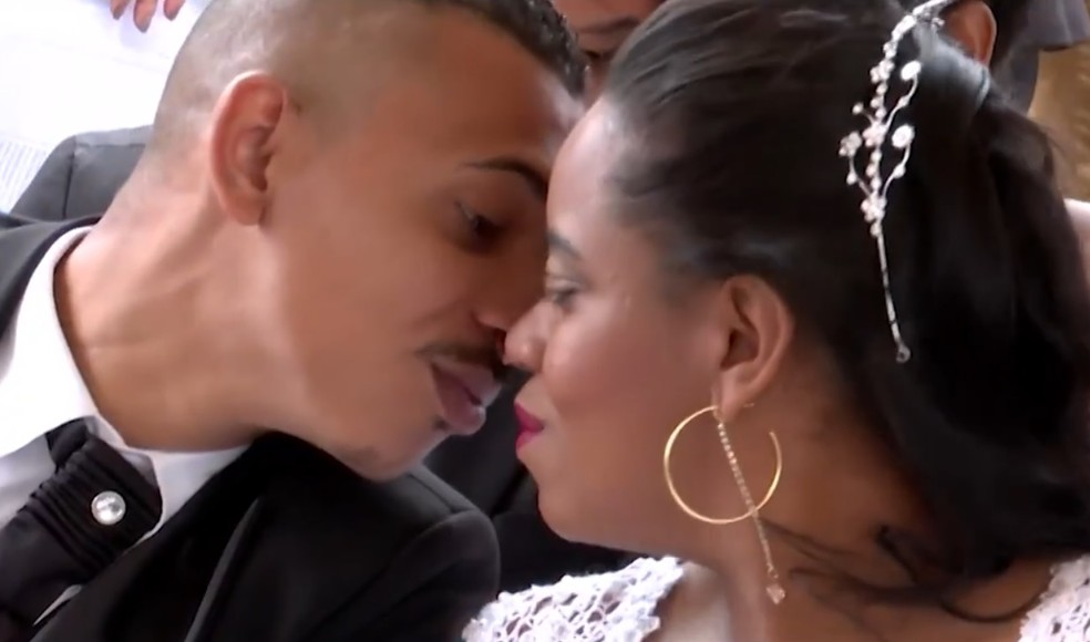 Antoniel e Jassiara casaram em um presídio na Bahia  — Foto: Reprodução/TV Sudoeste