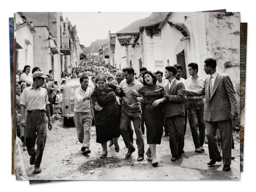 Após a Segunda Guerra Mundial, as famílias da máfia siciliana impuseram seu controle sobre a ilha com assassinato e extorsão. — Foto: Getty Images via BBC