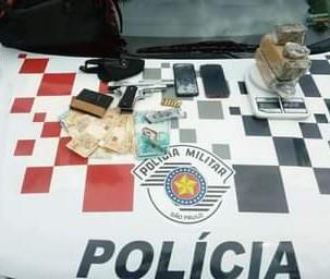 Homem é preso por tráfico e porte de arma em Caraguatatuba, SP