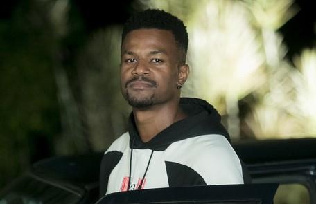 Na terça-feira (30), Ramon (David Junior) decidirá voltar ao Brasil após receber a notícia de que Paloma está morrendo TV Globo