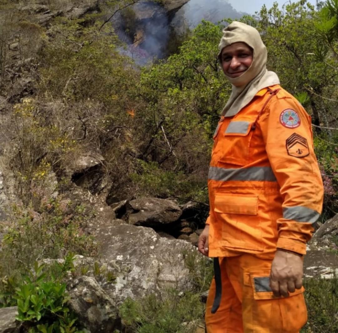 Sargento dos Bombeiros morre enquanto trabalhava no combate a incêndio em Arinos, MG