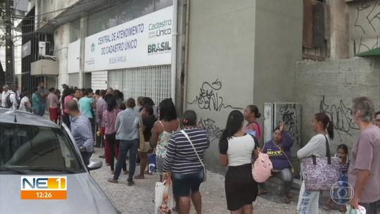 Fim do prazo de atualização de cadastro para receber benefícios causa filas no Recife