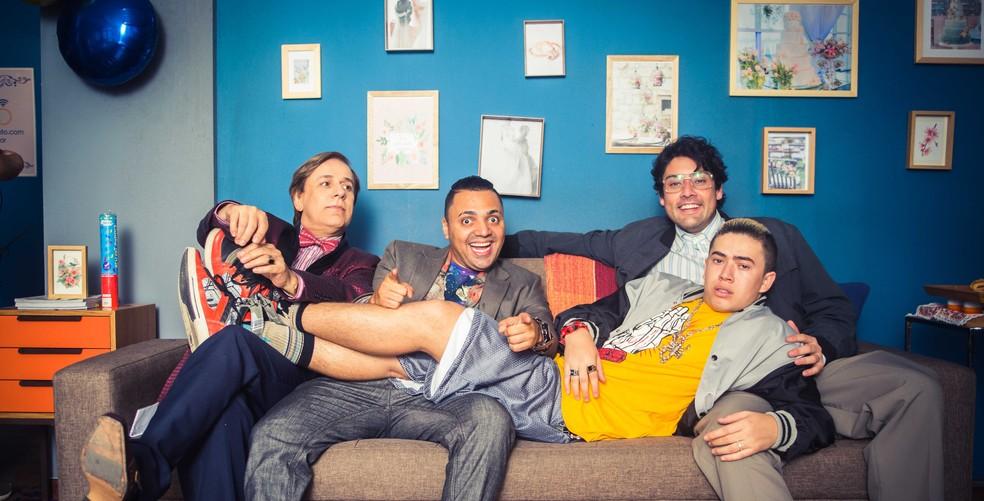 -  Elenco central de  Os parças , a partir da esquerda: Tom Cavalcante; Tirullipa; Bruno de Luca; e Whindersson Nunes  deitado   Foto: Divulgação