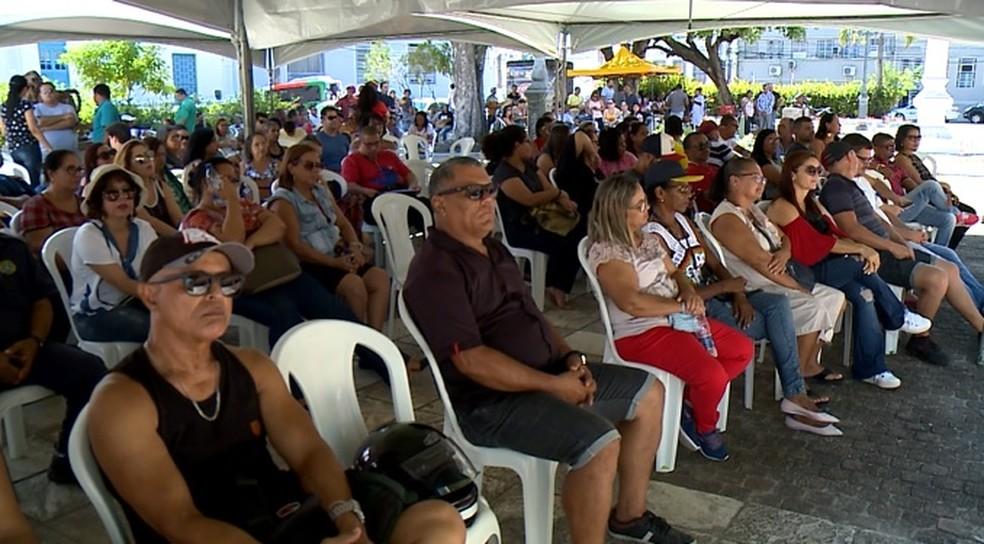 Categoria se reuniu sob uma tenda montada na Praça Dois Leões, em Jaraguá, Maceió — Foto: Reprodução/TV Gazeta