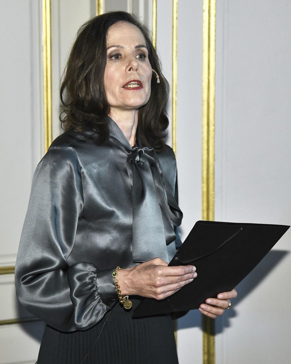 Sara Danius, Secretária Permanente da Academia Sueca, anuncia o vencedor do Nobel de Literatura 2017 (Foto: Claudio Bresciani/TT via AP)