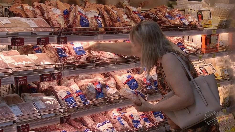 Procura pela carne bovina deve aumentar com a queda da taxa de desemprego — Foto: TV Centro América